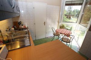 A kitchen or kitchenette at Villa Mária Apartman