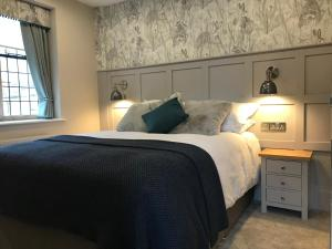 A bed or beds in a room at The Old New Inn