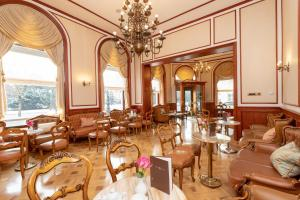 A restaurant or other place to eat at Palace Hotel Zagreb