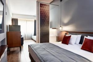 A bed or beds in a room at Hotel Achilleas