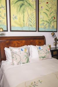 A bed or beds in a room at Amarla Boutique Hotel Cartagena