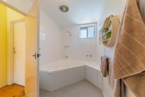 A bathroom at INVERLOCH BEACH HUT - CLOSE TO BEACH AND SHOPS!