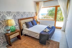 A bed or beds in a room at Villa Tarantino by Hello Apartments Sitges