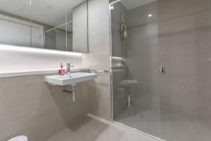A bathroom at Face to ANZ Stadium Two Bedder Apt