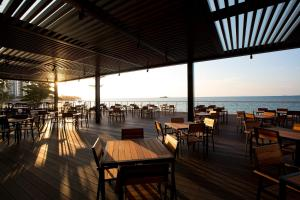 A restaurant or other place to eat at Hompton Hotel by the Beach