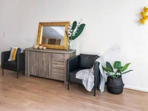 A seating area at 3 Bedroom Executive Townhouse WIFI & Netflix