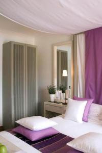 A bed or beds in a room at Quinta da Lua