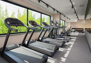 The fitness center and/or fitness facilities at Four Points by Sheraton Warsaw Mokotow
