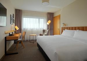 A bed or beds in a room at Four Points by Sheraton Warsaw Mokotow