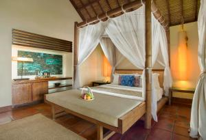 A bed or beds in a room at Jeeva Klui Resort