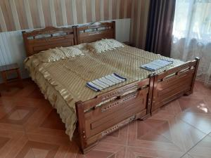 A bed or beds in a room at Alex