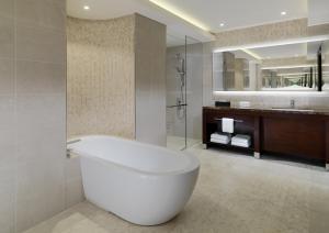 A bathroom at Sheraton Grand Conakry