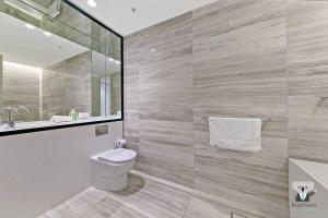 A bathroom at Haymarket 2Bed Stunning City View NHA178-12