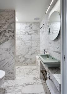 A bathroom at Brøchner Hotels