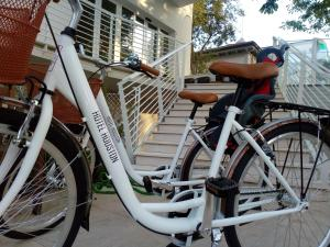 Biking at or in the surroundings of Hotel Houston Suites