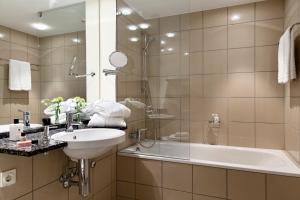 Ein Badezimmer in der Unterkunft Hotel Kleines Meer