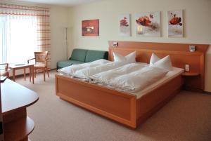 Ein Bett oder Betten in einem Zimmer der Unterkunft Hotel Zur Wildtränke