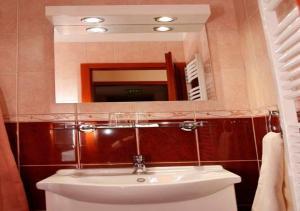 A bathroom at Határ Csárda Panzió