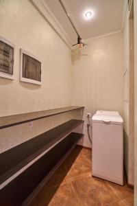 A bathroom at Семейные апартаменты рядом с Москвой!