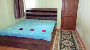 A bed or beds in a room at Guesthouse Megi on Robaqidze 6