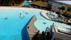 A view of the pool at Park L'acqua di roma - Cozinha completa or nearby