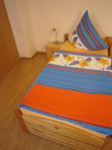 Ein Bett oder Betten in einem Zimmer der Unterkunft Pension Belau's Hof
