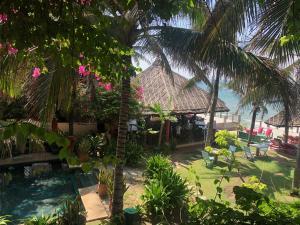 Vườn quanh Full Moon Beach Resort