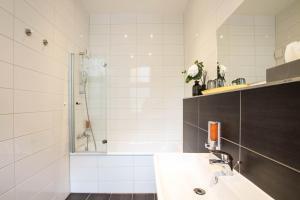 Ein Badezimmer in der Unterkunft Hotel Delta am Potsdamer Platz