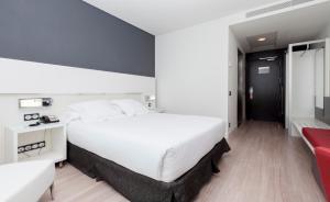 Uma cama ou camas num quarto em Axor Feria