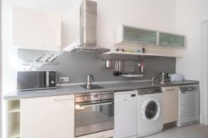 Een keuken of kitchenette bij Prague Centre, Fully Air conditioned, apt 2