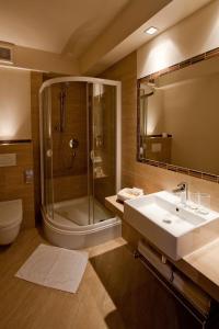 A bathroom at Hotel Tumski