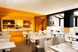 Restaurant ou autre lieu de restauration dans l'établissement Hotel Le Bugatti