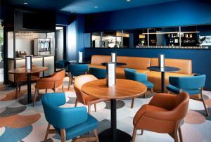 Salon ou bar de l'établissement Hotel Le Bugatti
