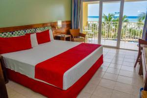 A bed or beds in a room at Gran Hotel Stella Maris Urban Resort & Conventions