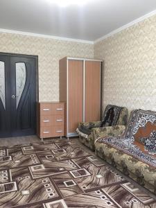 A seating area at 2-х комнатная квартира на Полевой