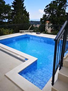 The swimming pool at or close to Villa Mambo