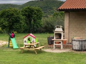 Attrezzature per barbecue disponibili per gli ospiti dell'agriturismo