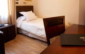 A bed or beds in a room at Hotel Juanito