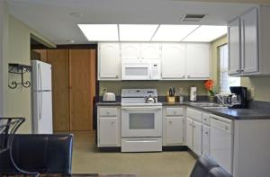 A kitchen or kitchenette at North Port Springs 8034