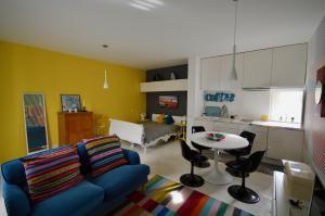 Virtuve vai virtuves aprīkojums naktsmītnē Estudio do OC