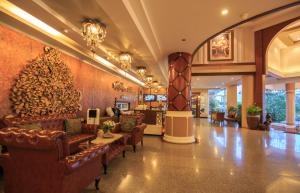 The lobby or reception area at Kwan Ruen Park