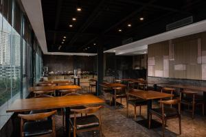A restaurant or other place to eat at Paco Hotel Guangzhou Tianhe North Shuiyin Road