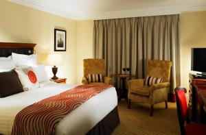 A bed or beds in a room at Huntingdon Marriott Hotel