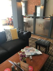 A seating area at Strawberry Bank Hotel