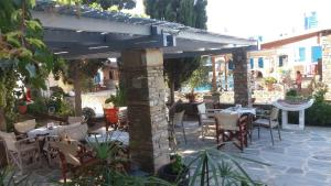A restaurant or other place to eat at Ioanna Apartments