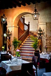 A restaurant or other place to eat at Hotel Condes de Castilla