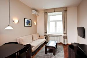 A seating area at Moscow Suites Apartments Tverskaya