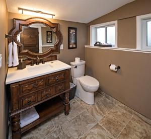 A bathroom at E'Laysa Guesthouse and Vineyard Retreat