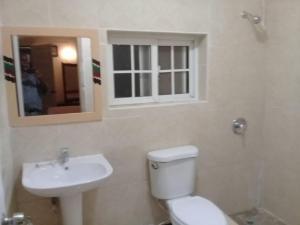 A bathroom at Cartref Creative Cribs