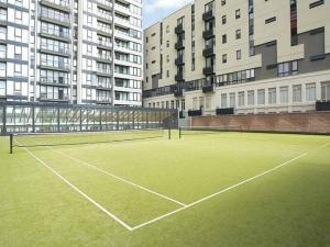 Tennis and/or squash facilities at CityPoint - Melbourne or nearby